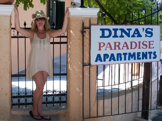 Dina's Paradise Hotel & Apartments: Tina at the entrance