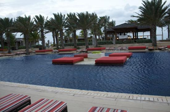 Atlantis - Harborside Resort: One of many pools