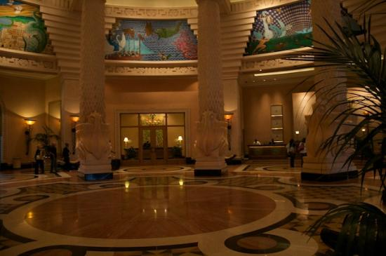 Atlantis - Harborside Resort: Entry