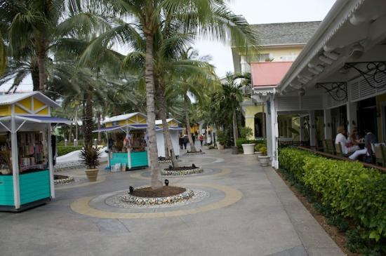 Atlantis - Harborside Resort: Shopping area