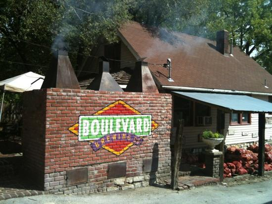 Woodyard Bar-B-Que: low and slow