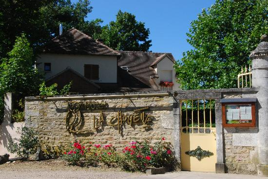Entering Hotel La Chouette