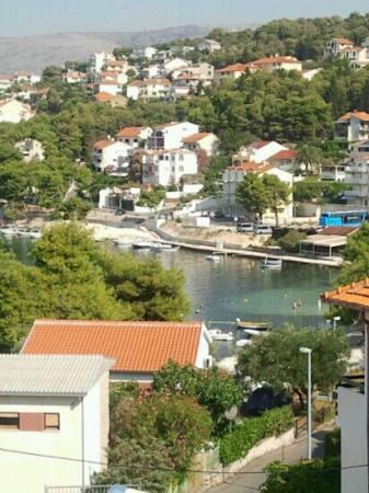 Mediteraneo: in einer Bucht, direkt am Wasser