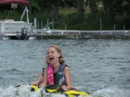 Best Western Premier The Lodge on Lake Detroit: Kids having a blast tubing!