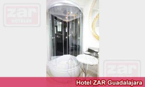 Hotel Zar Guadalajara: Cabina de Baño