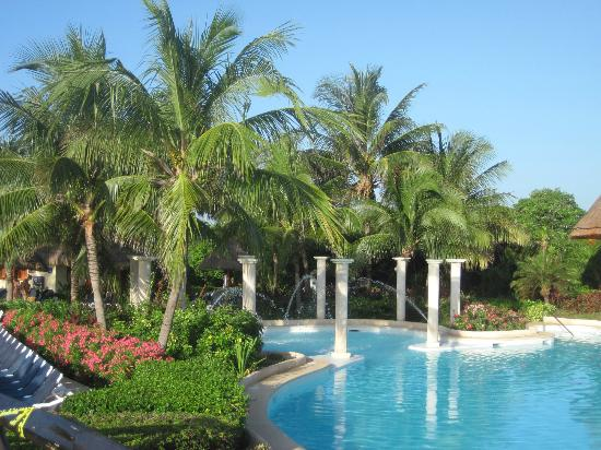 Grand Palladium Kantenah Resort and Spa: Kantenah/Colonial Pool