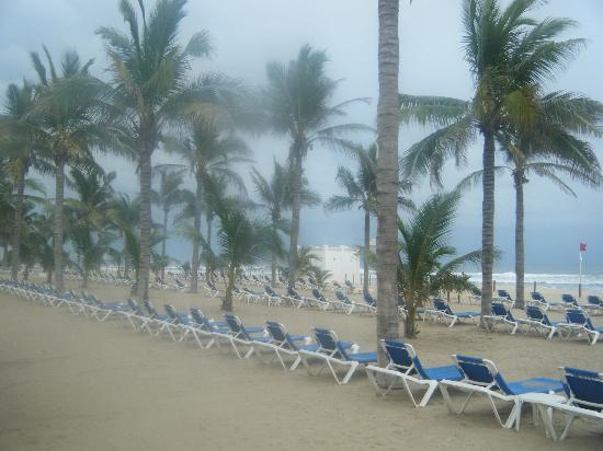 Hotel Riu Emerald Bay: View of beach area