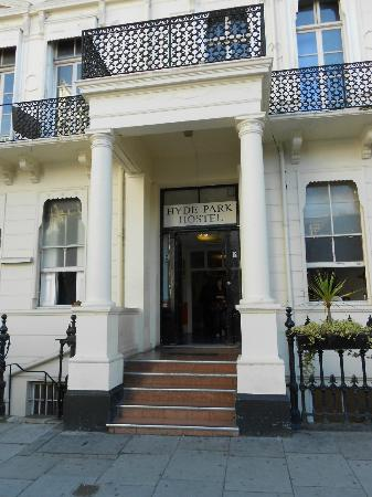 Hyde Park Hostel: Entrance