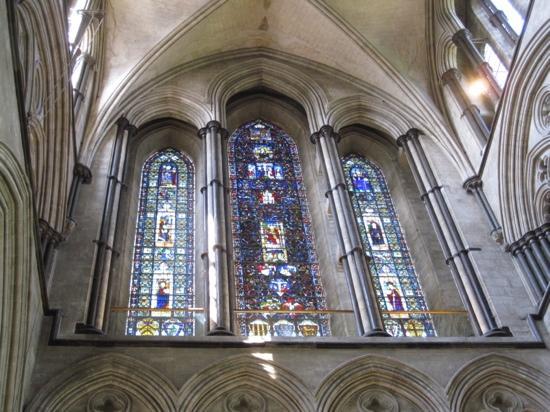Солсбери, UK: stain glass windows