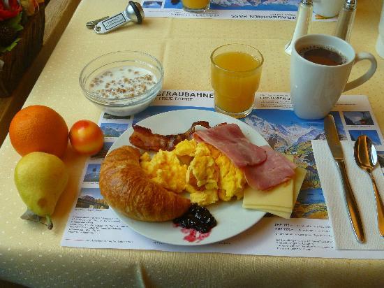 Hotel Staubbach: Breakfast!