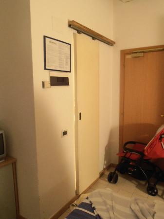 """Piccolo Hotel : """"porta"""" del bagno"""