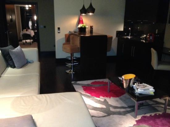 Vincent: Living room
