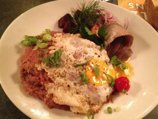 Braugasthaus Zum alten Fritz: Brisket with mashed potatoes and egg on top