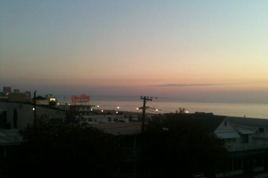 Beach View Motel: Sunrise from a third floor balcony.