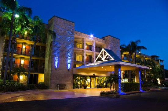 BEST WESTERN PLUS Siesta Key Gateway: Exterior and Entrance