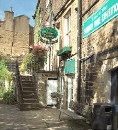 Holmfirth, UK: getlstd_property_photo