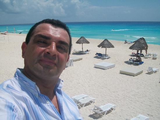 Grand Oasis Cancun - All Inclusive: desde la barra con vista a la playa