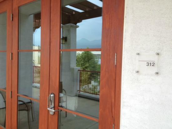 Hotel Casa 425: Front door, room 312