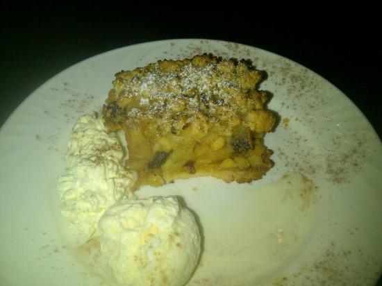 Bluscooter Italian Dining: Apple Crumbble with cream Icecream