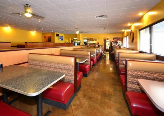 Comfort Inn: Restaurant seating