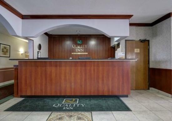 Quality Inn : Front Desk