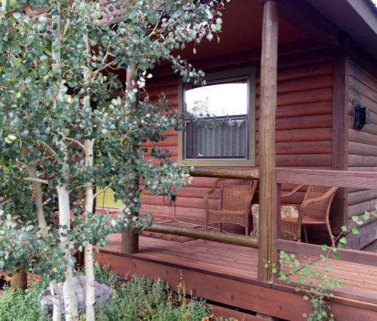 Fireside Inn & Cabins: Front porch