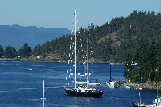 Enchanter Oceanview Suites: 170 ft. sailboat in the harbour