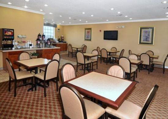 Comfort Suites: Breakfasta area