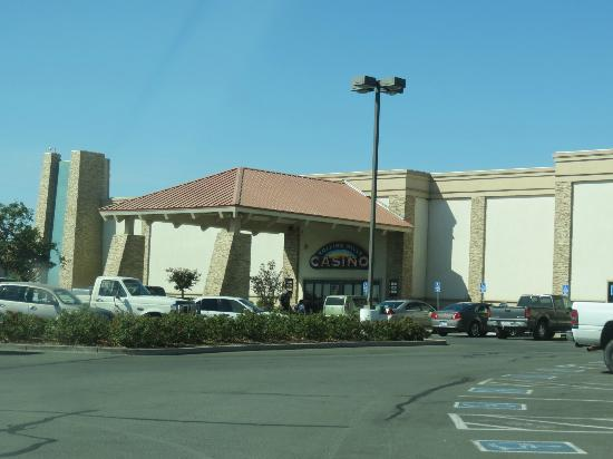 The Inn at Rolling Hills: Side Entrance of the Casino