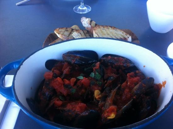 Restaurant Red: 1kg mussels