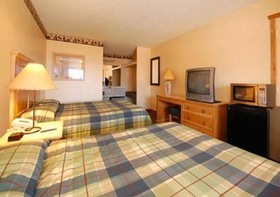 Econo Lodge Kalispell: Queens with Microwave