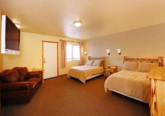 Econo Lodge Kalispell: 2 Doubles suite