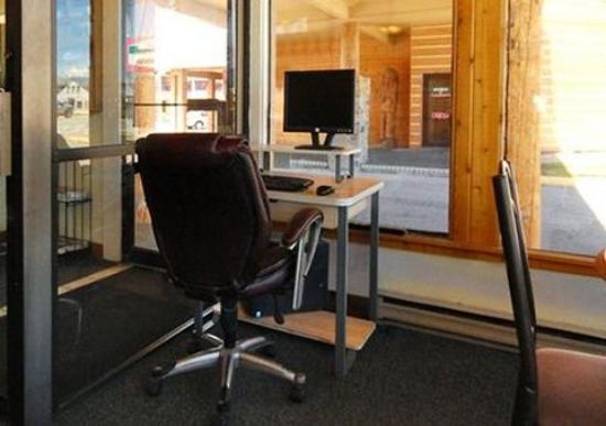 Econo Lodge Kalispell: computer in lobby