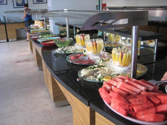 Grand Uysal Apart Hotel: Breakfast buffet