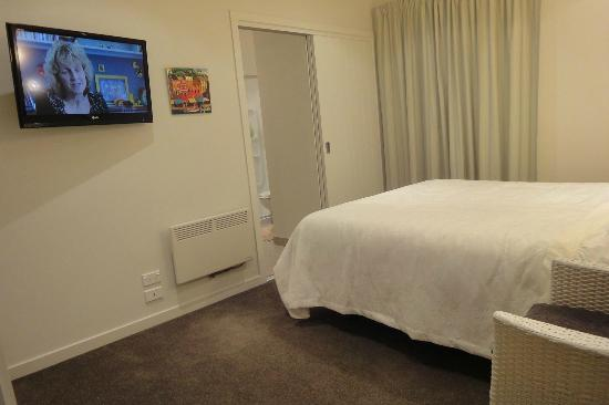 Montrose Bed & Breakfast Wanaka: Queen room with private ensuite bathroom