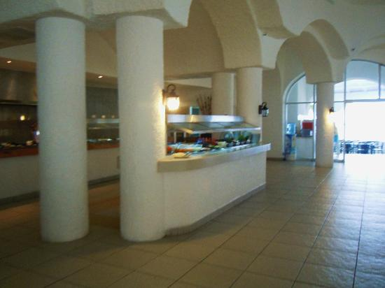 Tesoro Manzanillo: The main buffet.