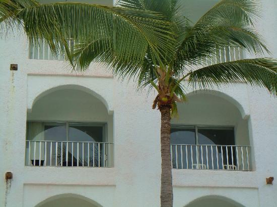 Tesoro Manzanillo: Rooms 310 & 309 from the pool