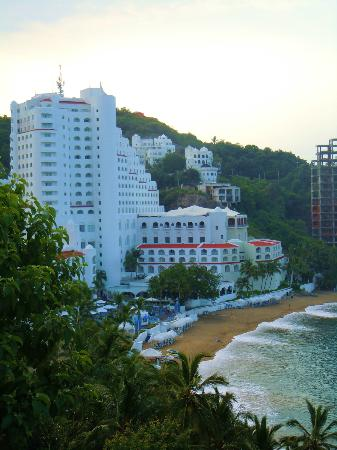 Tesoro Manzanillo: View of Tesoro from the hills above
