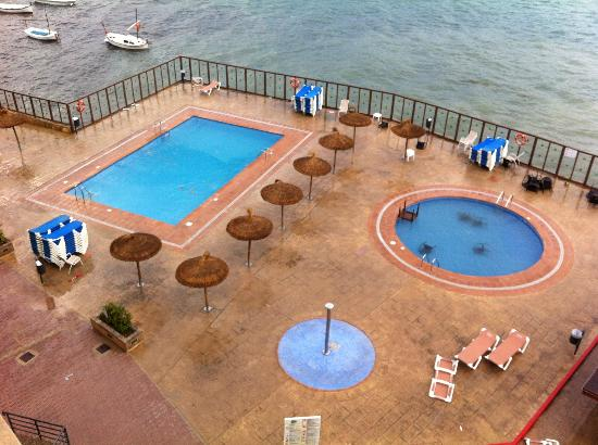 Intertur Hotel Hawaii Mallorca & Suites: Kids pool furnished with tables & chairs