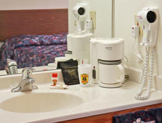 Super 8 Gretna: Bathroom