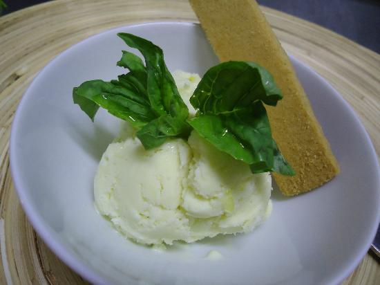 Whitetail Winebar : Basil Ice Cream