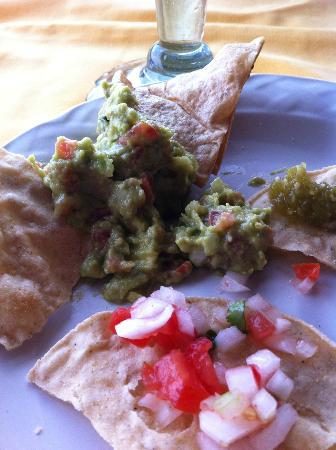 El Tablao: Guac & salsa with chips