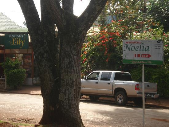 Residencial Noelia Hostel: Carteles indicando ubicación