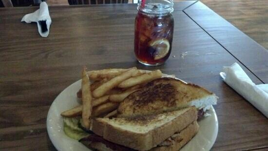 Tammy's Cafe: Turkey, bacon cheddar melt and beer battered fries.