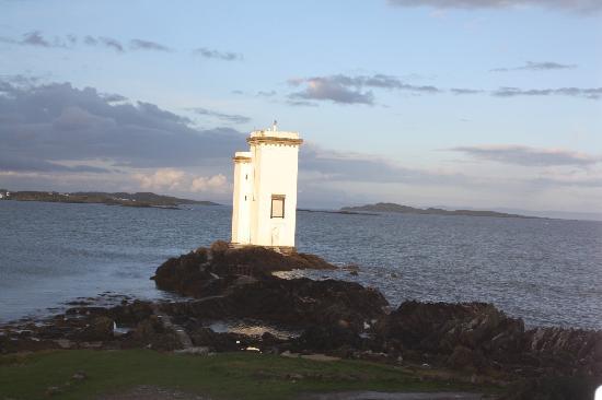 Carraigh Fhada House: lighthouse at Carraigh Fhada