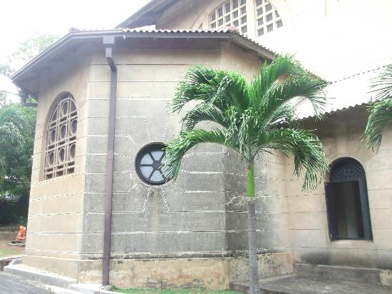 St. Thomas Chapel: Back of the chapel from outside