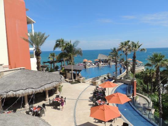 Welk Resorts Sirena Del Mar: Pool and restaurant tables