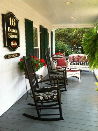 16 Beach Street Bed and Breakfast: Wrap-around porch