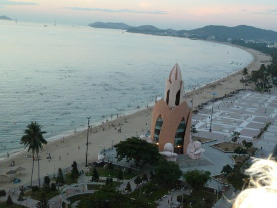 Nha Trang Lodge: Beach View from our room