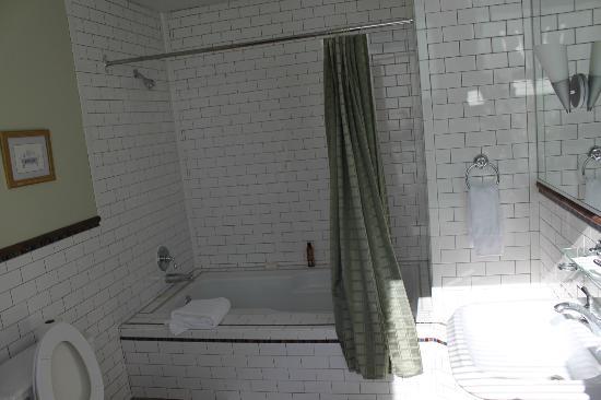 Auberge de la Place Royale: Bathroom